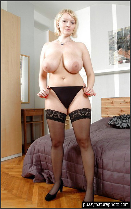 Nackt milf mom American and